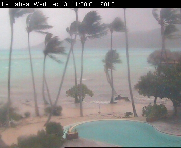 Typhoon Oli approaches Raiatea